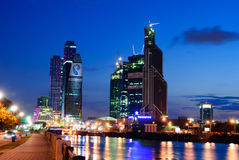 Moskwa miasta centrum biznesu przy nocą, Moskwa, Rosja fotografia stock