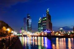 Moskwa miasta centrum biznesu przy nocą, Moskwa, Rosja Zdjęcia Stock
