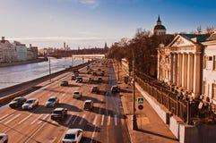 Moskwa miasta dnia ruch drogowy Fotografia Stock
