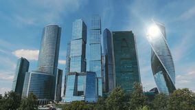 Moskwa miasta drapacze chmur TimeLapse Biurowy centrum biznesu Moscow miasto G?ruje Moskwa miasto zbiory