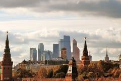 Moskwa miasta mieszkań i biznesu centrum Kremlin i Moskwa Fotografia Royalty Free