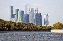 Moskwa miasta mieszkania i biznes ześrodkowywamy Moskwa rzeka Obrazy Royalty Free