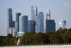 Moskwa miasta mieszkania i biznes ześrodkowywamy Moskwa rzeka Zdjęcia Stock