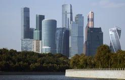 Moskwa miasta mieszkania i biznes ześrodkowywamy Moskwa rzeka Obrazy Stock