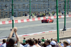 Moskwa miasto Ściga się A bieżnego samochodu Ferrari upał Zdjęcia Royalty Free