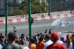 Moskwa miasto Ściga się F1 Ferrari samochodowego zawracanie na prędkości Fotografia Stock