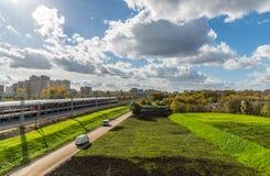 Moskwa, październik 01 2016 pejzaż miejski blisko Likhobory - stacja na Moskwa centrali pierścionku Zdjęcia Stock