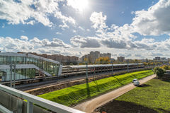 Moskwa, październik 01 2016 pejzaż miejski blisko Likhobory - stacja na Moskwa centrali pierścionku Fotografia Royalty Free
