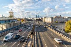 Moskwa, październik 01 2016 Widok Andreyevsky most i centrum biznesu Moskwa miasto Zdjęcia Stock