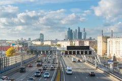 Moskwa, październik 01 2016 Widok Andreyevsky most i centrum biznesu Moskwa miasto Obrazy Stock