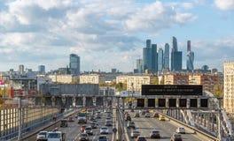 Moskwa, październik 01 2016 Widok Andreyevsky most i centrum biznesu Moskwa miasto Obraz Royalty Free