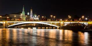 Moskwa przy nocą duży kamienia most Zdjęcie Royalty Free