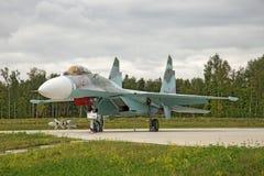 Moskwa region, Rosja, Lipiec, 10, 2018 Myśliwiec odrzutowy Sukhoy Su-27 na pokazie wojskowego park zdjęcie stock