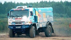 MOSKWA region ROSJA, SIERPIEŃ, - 25, 2017 Zwolnionego tempa wideo dryfująca Rosyjska mistrza Dakar wiecu drużyny ciężarówka zdjęcie wideo