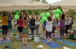 Moskwa, Rosja †'Czerwiec 24, 2018: Międzynarodowy joga dzień Zdjęcie Royalty Free
