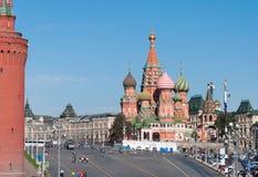 MOSKWA, ROSJA - 21 09 2015 Świątobliwa basil katedra i Vasilevsky spadek plac czerwony w Moskwa Kremlin, Zdjęcia Stock