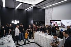 MOSKWA ROSJA: 01 2017 APR - DJI Quadcopter trutnia sklep otwiera c Obrazy Stock
