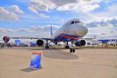 MOSKWA ROSJA, AUG, - 2015: pasażer samolotu odrzutowego Tu-214 przedstawiający przy Obrazy Royalty Free