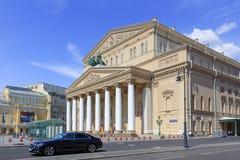 Moskwa Rosja, Czerwiec, - 03, 2018: Budynek Bolshoi Theatre na niebieskiego nieba tle Widok od Petrovka ulicy Obrazy Stock