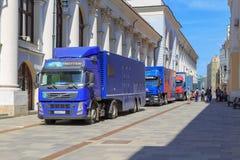 Moskwa Rosja, Czerwiec, - 03, 2018: Ciężarówki mobilny TV studio Federacyjny korytkowy Rosja 1 na Rybnyy Pereulok ulicie w Moskwa Zdjęcie Stock
