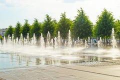 MOSKWA ROSJA, CZERWIEC, - 14, 2016: dancingowe fontanny w Parkowym Muzeon zdjęcia royalty free