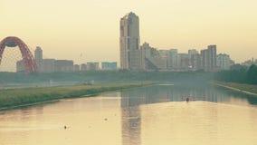 Moskwa Rosja, Czerwiec, - 23, 2018 Krylatskoye Wioślarski kanał i zostający Zhivopisny most Obrazy Royalty Free