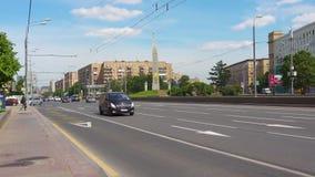 Moskwa Rosja, Czerwiec, - 29, 2017: Kutuzovsky aleja Drogowy ruch drogowy zbiory wideo