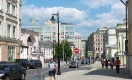 Moskwa Rosja, Czerwiec, - 02 2016 Myasnitskaya ulica - ulica w dziejowym centrum miasto Fotografia Stock