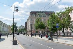 Moskwa Rosja, Czerwiec, - 02 2016 Myasnitskaya ulica - ulica w dziejowym centrum miasto Fotografia Royalty Free