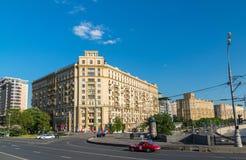 Moskwa, Rosja -03 2016 Czerwiec Ogólnego widoku Smolenskaya bulwar Obrazy Stock