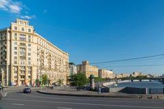 Moskwa, Rosja -03 2016 Czerwiec Ogólnego widoku Smolenskaya bulwar Zdjęcie Stock