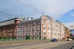 Moskwa Rosja, Czerwiec, - 03 2016 Ogólny widok Krasnoselski wiadukt i poprzedni budynek mieszkaniowy na Obniżam Zdjęcia Royalty Free
