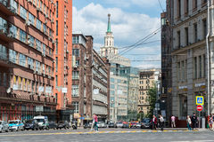 Moskwa Rosja, Czerwiec, - 02 2016 Orlikov pas ruchu - jeden środkowe ulicy miasto Obrazy Stock