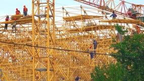 MOSKWA ROSJA, CZERWIEC, - 29, 2017 Powikłany rusztowanie duża budowa, telephoto obiektywu strzał Obraz Stock