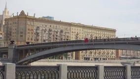 Moskwa Rosja, Czerwiec, - 29, 2017: Smolensky metra most zdjęcie wideo