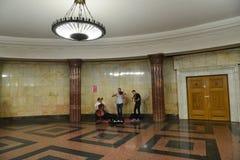 Moskwa Rosja, Czerwiec, - 03 2016 Uliczna muzyk sztuki muzyka w metrze Fotografia Royalty Free