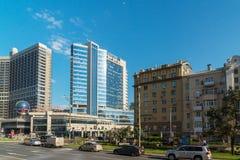 Moskwa, Rosja -03 2016 Czerwiec Widok Novy Arbat, Lotte hotel i Novinsky bulwar, Fotografia Royalty Free