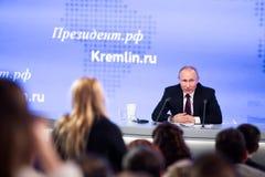 MOSKWA, ROSJA - DEC 23: Prezydent federacja rosyjska Vladimir Vladimirovich Putin roczna konferencja prasowa w centrum obraz stock