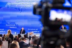 MOSKWA, ROSJA - DEC 23: Prezydent federacja rosyjska Vladimir Vladimirovich Putin roczna konferencja prasowa w centrum obrazy royalty free