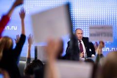 MOSKWA, ROSJA - DEC 23: Prezydent federacja rosyjska Vladimir Vladimirovich Putin roczna konferencja prasowa w centrum fotografia stock