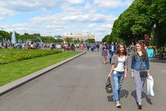 MOSKWA, ROSJA - 26 06 2015 Gorky park - centrala Fotografia Stock