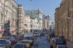 MOSKWA, ROSJA - 21 09 2015 Ilinka ulicy, dziąsła i środka handlu rzędy, Zdjęcie Stock