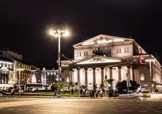 09/03/2017, Moskwa, Rosja Jeden środkowa ulica Moskwa teatr na tle i miasto Obraz Stock