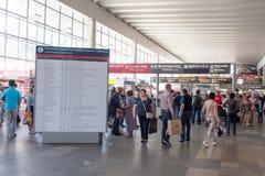 MOSKWA, ROSJA - Kursky stacja kolejowa zdjęcie stock