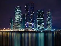 MOSKWA ROSJA, KWIECIEŃ, - 21, 2018: Noc widok Moskwa Międzynarodowy centrum biznesu, Moskwa, Rosja Obrazy Royalty Free