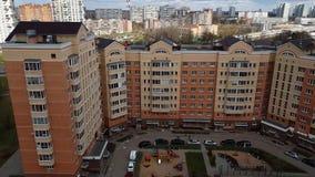 Moskwa Rosja, Kwiecień, - 29 2018 Podwórze budynek mieszkalny zdjęcie wideo