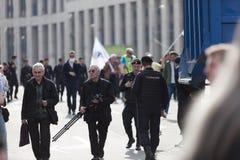 MOSKWA ROSJA, KWIECIEŃ, - 30, 2018: Protestujący opuszczają wiec na Sakharov alei przeciw blokować telegram app w Rosja zdjęcie royalty free