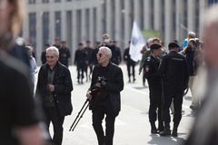 MOSKWA ROSJA, KWIECIEŃ, - 30, 2018: Protestujący opuszczają wiec na Sakharov alei przeciw blokować telegram app w Rosja obrazy stock