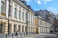 Moskwa, Rosja, Kwiecień, 15, 2017 Potapovsky pas ruchu Pashkov ` s rezydencja ziemska - zabytek architektura w pogodnym wiosna dn Obraz Royalty Free