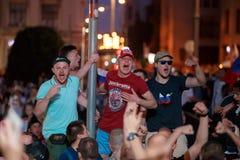 MOSKWA ROSJA, LIPIEC, - 01, 2018: Futbolowy puchar świata 2018, Rosyjscy fan piłki nożnej świętuje zwycięstwo nad Hiszpania w Mos Obrazy Royalty Free